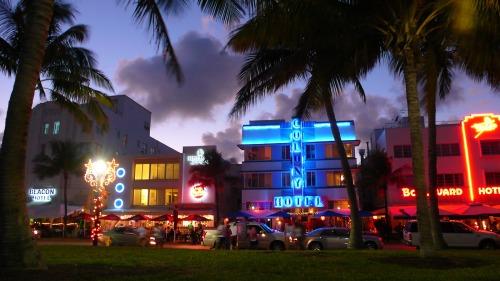 NA-USA-FL-MIAMI-SOUTH-BEACH-OCEAN-DRIVE-NEON-2