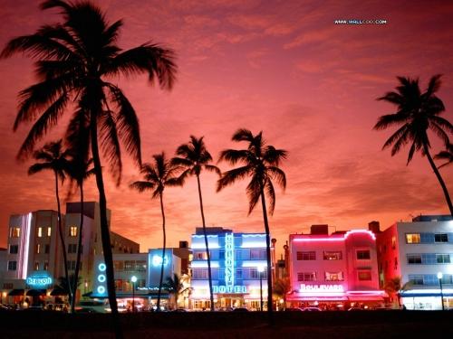 Neon_Nightlife_South_Beach_Miami_Florida